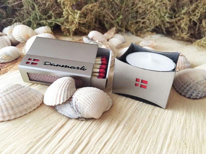 """Streichholzschachtel-Hülle """"Dänemark"""" mit Teelicht-Halter aus Edelstahl von feuerfreude.de"""